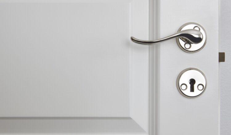 Czy można samodzielnie skrócić drzwi?